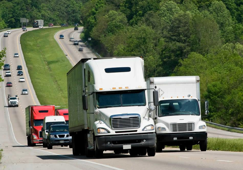 6 ways in which a fleet tracking system helps you save fuel